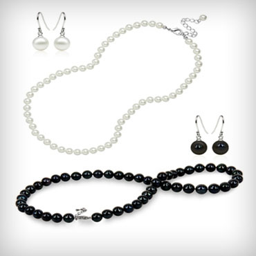 Freshwater-pearl-necklace-and-earrings-set-med